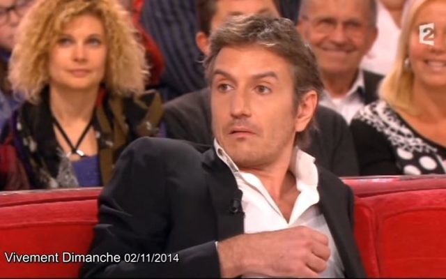 L'acteur Olivier Sauton invité chez Michel Drucker en novembre 2014. Quelques  mois auparavant, il brûlait les planches du théâtre de la Main d'Or de Dieudonné (Crédit: capture d'écran/Youtube)