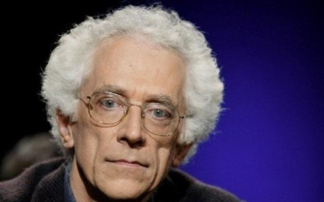 Le philosophe franco-bulgarien Tzvetan Todorov dans l'émission littéraire française 'Campus', le 2 octobre 2003. (Crédit : Martin Bureau/AFP)