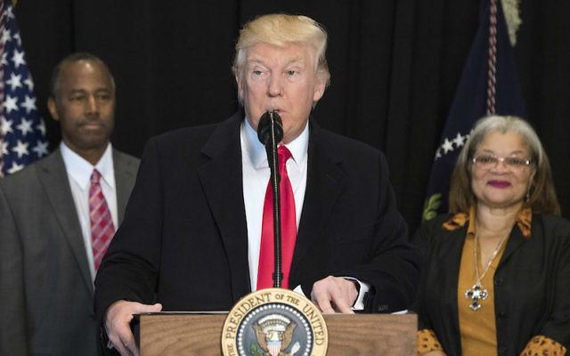 Donald Trump, président américain, lors d'un discours au musée national de l'histoire et de la culture afro-américaine, le 21 février 2017. (Crédit : Kevin Dietsch/Pool/Getty Images via JTA)