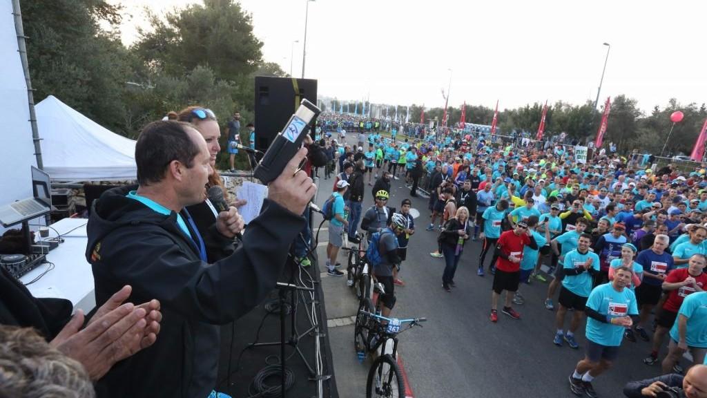 Le maire de Jérusalem Nir Barkat au départ du marathon de Jérusalem 2017, le 17 mars 2017. (Crédit : Flash90)