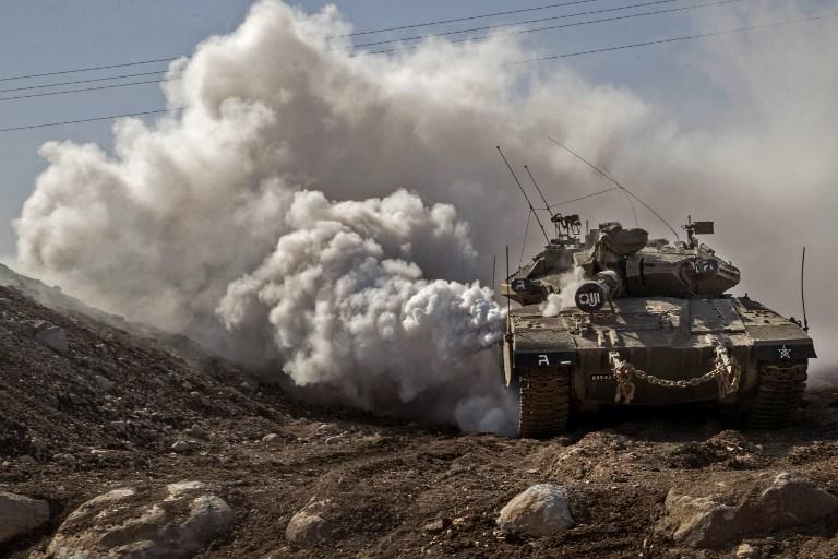 Un tank Merkava de l'armée israélienne près de la frontière avec la Syrie dans le plateau du Golan, le 28 novembre 2016 (Crédit : AFP PHOTO / JACK GUEZ)