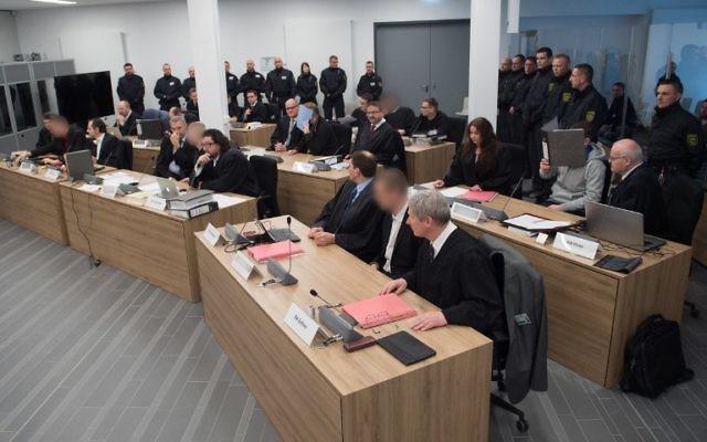 Accusés du procès du groupe Freital à Dresde, en Allemagne de l'Est, le 7 mars 2017. (Crédit : Sebastian Kahnert/AFP)