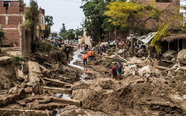 Les dégâts causés par les inondations dans le quartier du Huachipa, à l'est de Lima, ua Pérou, le  19 mars 2017. (Crédit : AFP PHOTO / Ernesto BENAVIDES)