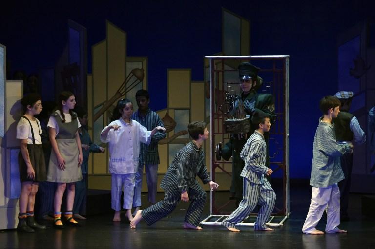 """L'opéra en deux actes """"Brundibar"""" créé par Hans Krasa le 23 septembre 1943 dans le camp de déportation de Theresienstadt - Terezin, représenté au théâtre Jules-Julien à Toulouse, le 24 mars 2017. (Crédit : Pascal Pavani/AFP)"""
