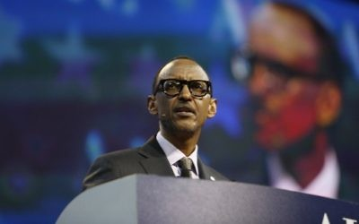 Le président du Rwanda Paul Kagame devant la conférence politique annuelle de l'AIPAC, à Washington, D.C., le 26 mars 2017. (Crédit : Andrew Biraj/AFP)