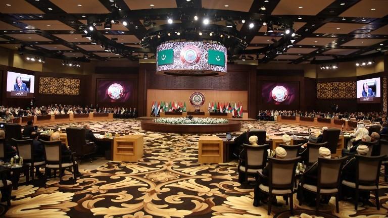 Une vue générale de la salle où se tient le sommet de la Ligue arabe à la station balnéaire Sweimeh, en Jordanie le 29 mars 2017 (Ceédit : AFP / Khalil Mazraawi)