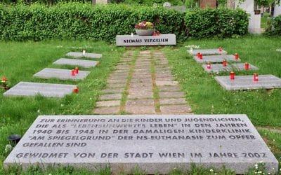 Tombes des enfants victimes d'euthanasie à la clinique Spiegelgrund  de Vienne, en Autriche. (Crédit : Haeferl//CC BY-SA 3.0/WikiCommons)
