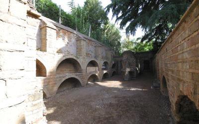 Une photo de la zone juste au-dessus des catacombes juives de Rome (Crédit : Rossella Tercatin / Times of Israel)