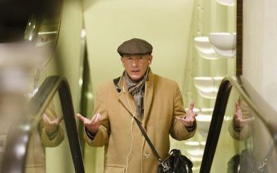 Richard Gere joue Norman, un escroc malchanceux qui est le rôle principal du dernier film de Joseph Cedar. (Crédit : Sony Pictures Classics)