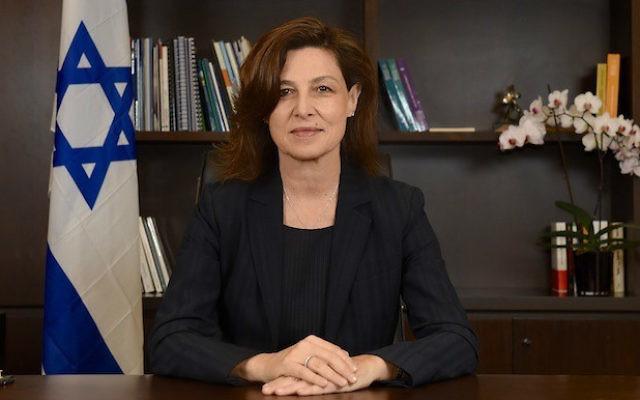 L'ambassadeur d'Israël en France, Aliza Bin-Noun, en 2015. (Crédit : CC BY-SA EREZ LICHTFELD, Wikimedia Commons)