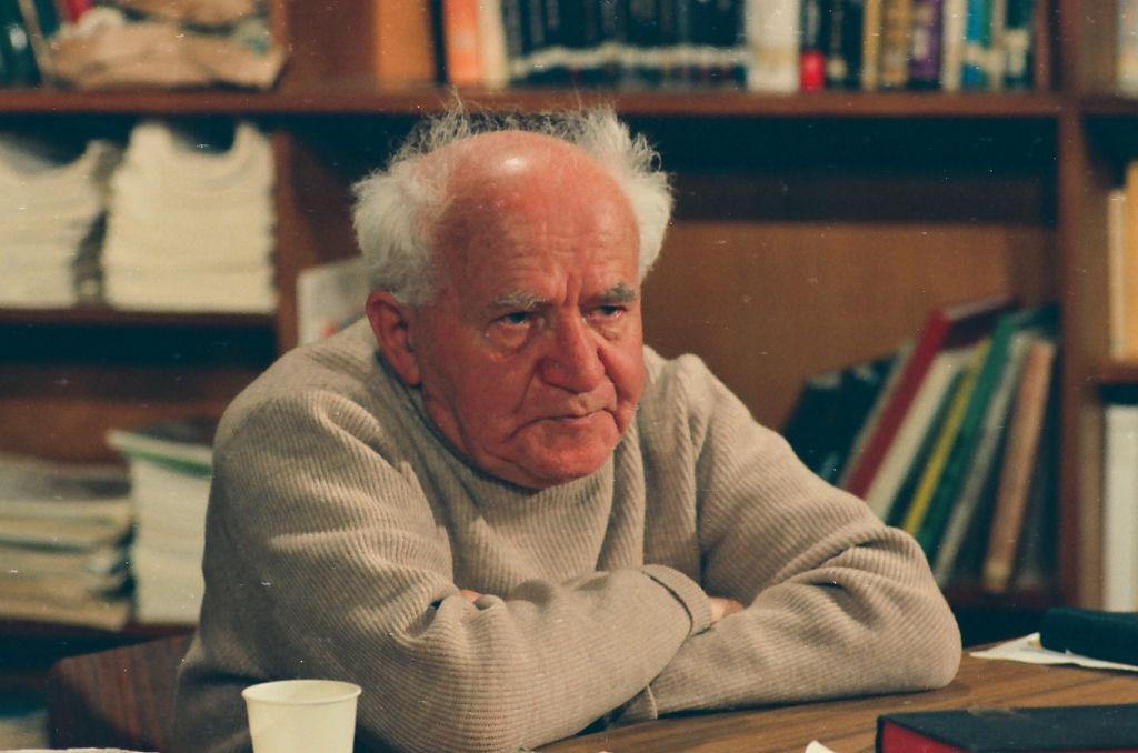 """Le Premier ministre israélien Dzvid Ben Gurion sur le tournage d'une interview en 1968. Image extraite du film 'Ben Gurion : Epilogue"""", réalisé par Yariv Mozer. (Crédit : DAvid Marks)"""
