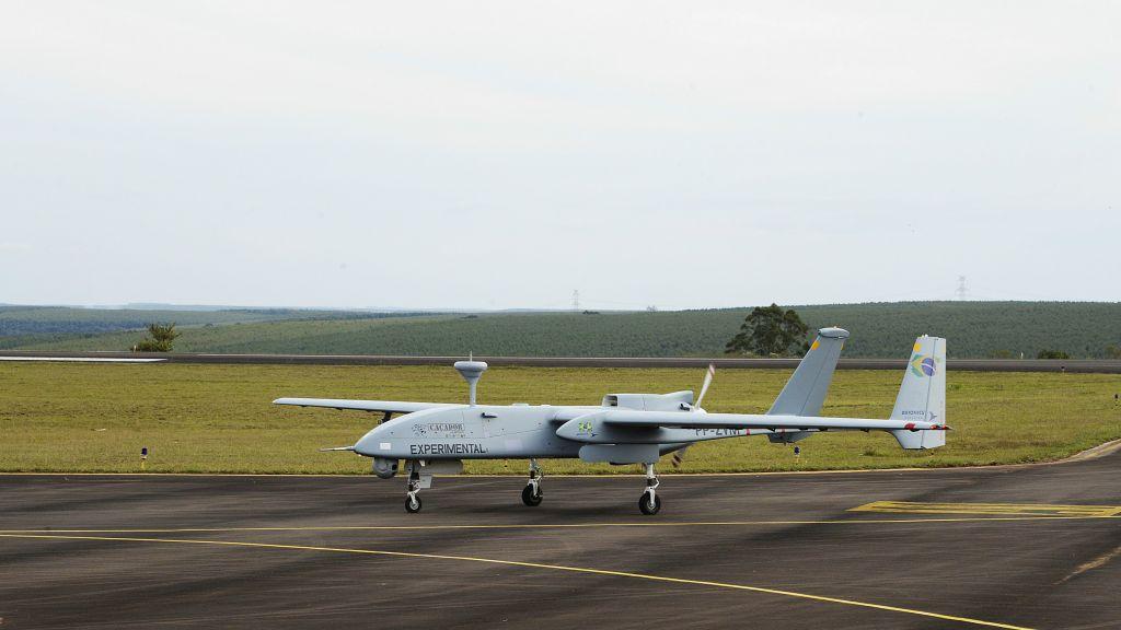 Le Caçador MALE UAV-2, conçu par l'IAI, a reçu l'approbation du ministère de la Défense du Brésil en tant que produit de défense stratégique. (Crédit : autorisation)