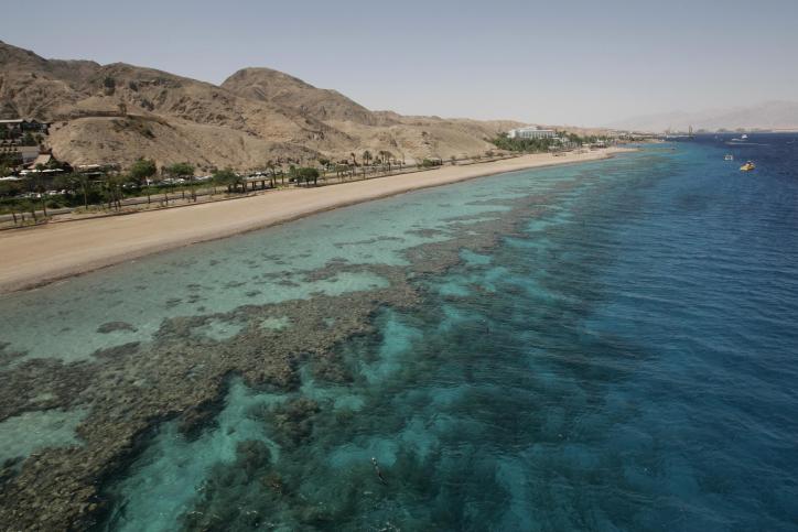 Une vue de la mer rouge à Eilat, le 29 mai 2009 (Crédit :  Anna Kaplan/Flash 90)