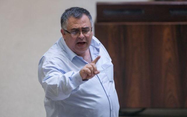 David Bitan, député du Likud et président de la coalition, à la Knesset, le 5 décembre 2016. (Crédit : Yonatan Sindel/Flash90)