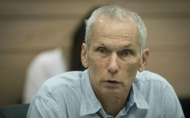 Omer Bar Lev, député de l'Union sioniste, pendant la commission de la Constitution, du Droit et de la Justice à la Knesset, le 13 décembre 2016. (Crédit : Yonatan Sindel/Flash90)