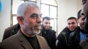 Yahya Sinwar, nouveau dirigeant du Hamas dans la bande de Gaza, lors de l'inauguration d'une nouvelle mosquée à Rafah, au sud de Gaza, le 24 février 2017. (Crédit : Abed Rahim Khatib/Flash90)