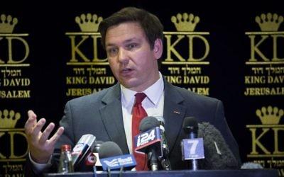 Ron DeSantis, représentant républicain de la Floride, en conférence de presse à Jérusalem, le 5 mars 2017. (Crédit : Yonatan Sindel/Flash90)