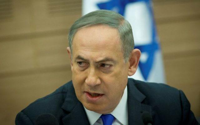 Le Premier ministre Benjamin Netanyahu lors d'une réunion de la Commission des Affaires étrangères et de la Défense, le 8 mars 2017 (Crédit : Yonatan Sindel/Flash90)