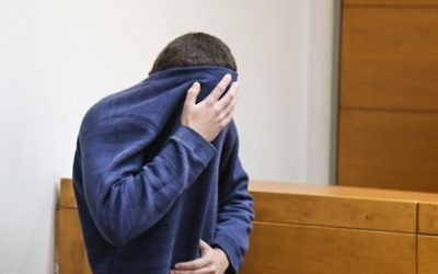 L'adolescent juif israélo-américain qui a été accusé d'avoir lancé des dizaines d'alertes à la bombe antisémites aux Etats-Unis et ailleurs, au tribunal de Rishon Lezion, le 23 mars 2017. (Crédit : Flash90)