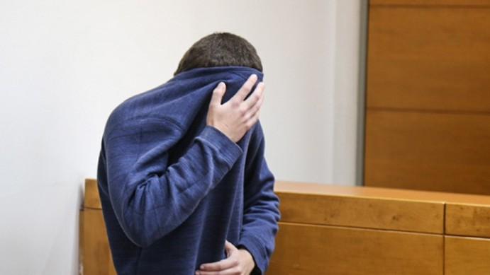 L'adolescent juif américano-israélien qui a été accusé d'avoir lancé des dizaines d'alertes à la bombe antisémites aux Etats Unis et ailleurs, au tribunal israélien de Rishon Lezion le 23 mars 2017 (Crédit : Flash90)