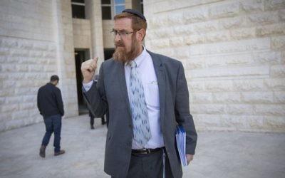 Yehuda Glick, député du Likud, devant la Cour suprême à Jérusalem, le 28 mars 2017. (Crédit : Yonatan Sindel/Flash90)