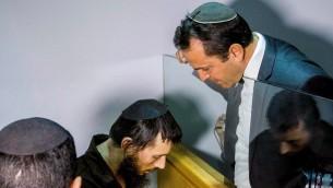 Meir Ephraim Goldstein, soupçonné d'avoir décapité son ex-femme et tenté de brûler son corps à Tibériade, devant la cour des magistrats de Nazareth, le 30 mars 2017. (Crédit : Flash90)