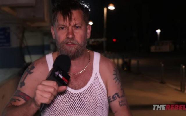 Gavin McInnes à Tel Aviv, en mars2017 (Crédit : capture d'écran YouTube)