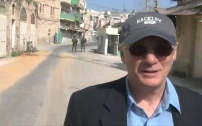 Richard Gere sur la Shuhada Street à Hébron, le 13 mars 2017 (Capture d'écran : Deuxième chaîne)