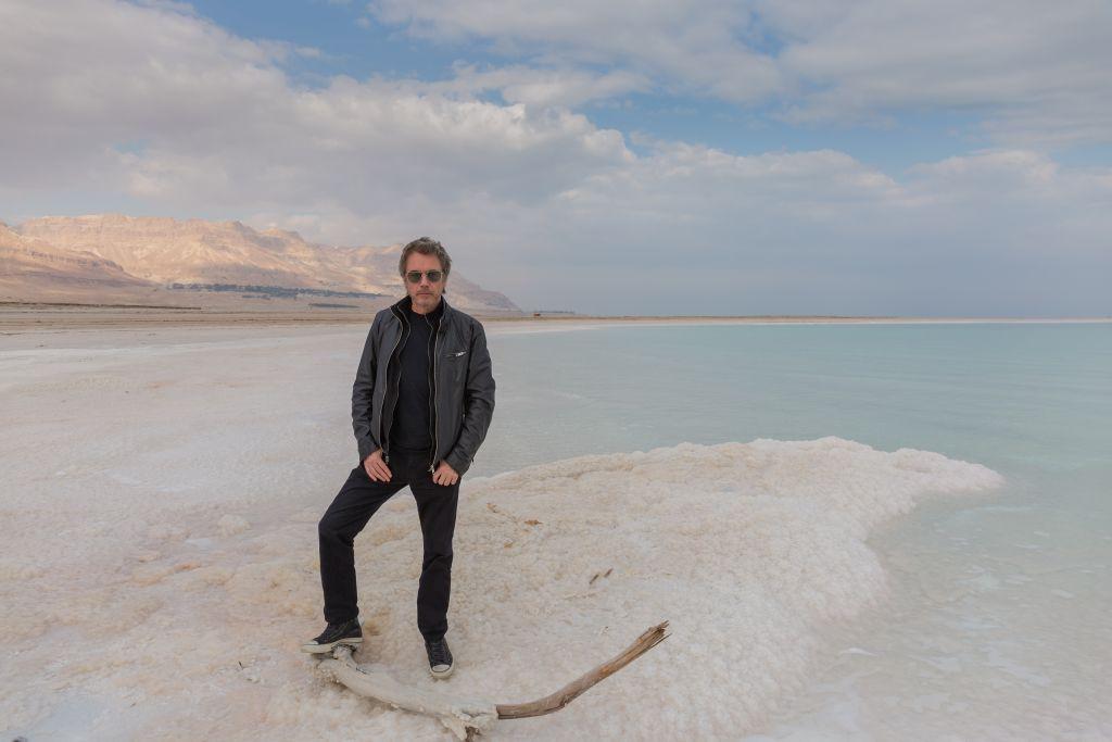 Jean-Michel Jarre à la mer Morte, en Israël. (Crédit : Mark Tso)