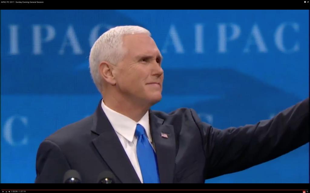 Le vice-président Mike Pence salue la foule après son discours prononcé devant la conférence annuelle de l'AIPAC à Washington DC, le 26 mars 2017 (Capture d'écran : AIPAC )
