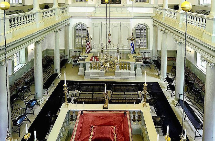 Une vue de la synagogue de Touro à Newport, Rhode Island. (Crédit : Wikimedia Commons via JTA)