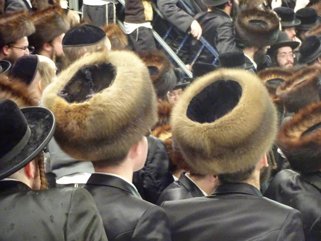 Saurez-vous reconnaître les différences entre chaque costume ? (Crédit : Tzippora Nussbaum - Jewish Portraits)
