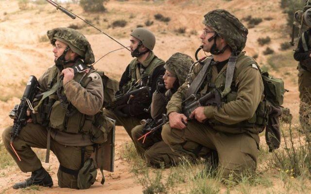 Des réservistes de l'armée israélienne s'entraînent, le 21 mars 2017. (Crédit : porte-parole de l'armée israélienne)