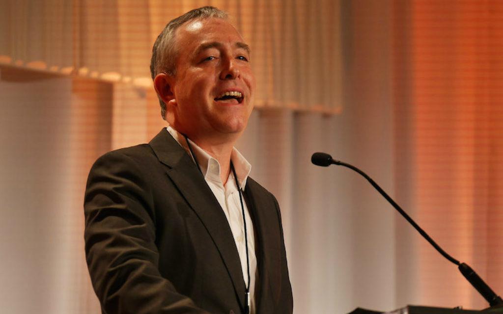Le président du Jewish Funders Network Andres Spokoiny s'exprime lors de la conférence internationale du groupe, le 20 mars 2017 (Crédit : JFN/via JTA)