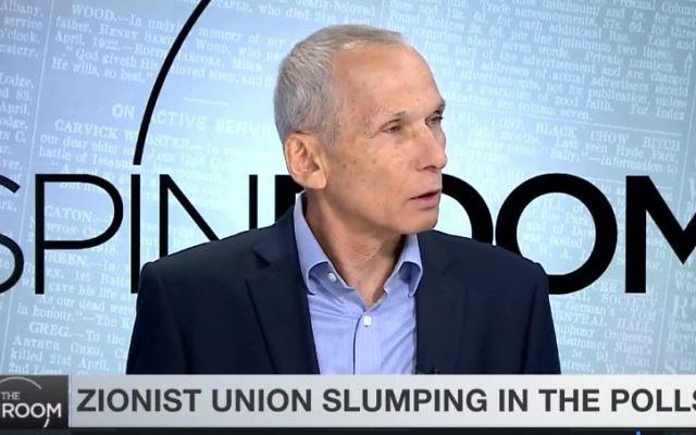 Omer Bar-Lev, député de l'Union sioniste, sur le plateau de la chaîne anglophone i24, le 12 mars 2017. (Crédit : capture d'écran i24)