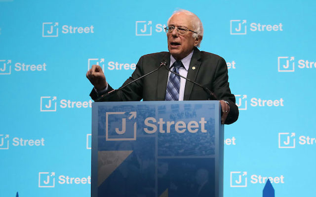 Le sénateur américain Bernie Sanders, à la conférence nationale annuelle de J Street au Washington Convention Center, le 27 février 2017. (Crédit :Mark Wilson/Getty Images via JTA)