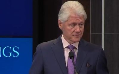 Bill Clinton devant l'Institut Brookings, le 9 mars 2017. (Crédit : capture d'écran)