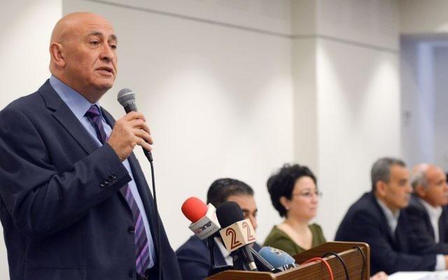 L'ancien député Basel Ghattas pendant une conférence de presse avec les autres membres du parti Balad à Nazareth, le 17 mars 2017. (Crédit : Basel Awidat/Flash90)