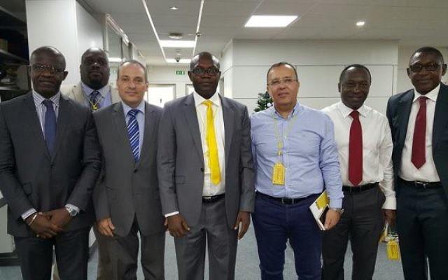 Ran Gidor,alors ambassadeur israélien au Cameroun ( g.) à Douala capitale économique du pays (Crédit: ambassade israélienne au Cameroun)