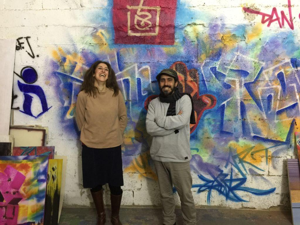 Sarah SaHaD et Dan Groover, associés, dans l'atelier de Groover à Jérusalem, le 14 mars 2017. (Crédit : Jessica Steinberg/Times of Israel)
