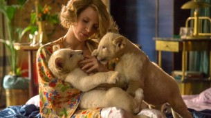 Jessica Chastain dans le rôle d'Antonina Zabinski dans 'The Zookeeper's Wife'. (Crédit : Anne Marie Fox/Focus Features/via JTA)
