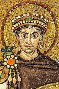 Mosaïque de l'empereur Justinien le Grand à San Vitale, Ravenna. (Crédit : Petar Milošević/Wikipedia)