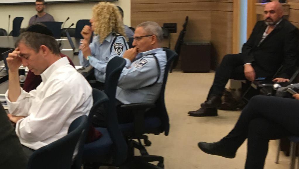 Les représentants de la police présents lors d'une réunion de la commission de contrôle de l'Etat à la Knesset consacrée aux options binaires, le 28 février 2017. (Crédit : Simona Weinglass/Times of Israël)