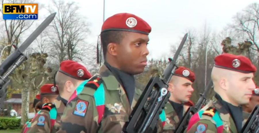 Loïc Liber, soldat de 1ère classe de 27 ans, est resté paralysé au terme d'une longue période d'hospitalisation après avoir été visé par Mohammed Merah à Montauban, en mars 2012. (Crédit : capture d'écran YouTube/BFMTV)