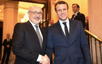 Emnanuel Macron et Francis Kalifat lors de la soirée débat organisée par le Crif  au Grand Hotel Intercontinental de Paris, en mars 2017. (Crédit : Eric Feferberg/AFP)