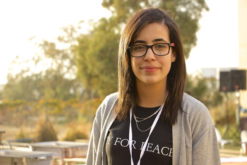 Marwa Toame, 16 ans et originaire de Ramallah, étudie à l'Eastern Mediterranean International Boarding School (EMIS) à Kfar Hayarok, et à participé la simulation des négociations de paix, le 2 mars 2017 . (Crédit : Dov Lieber / Times of Israel)