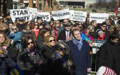 Manifestation Stand Against Hate à l'Independance Mall de Philadelphie, en Pennsylvanie, le 2 mrs 2017. (Crédit : Jessica Kourkounis/Getty Images/AFP )