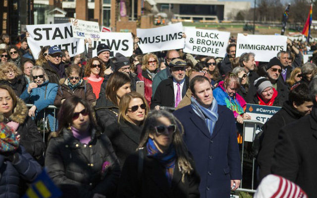Manifestation Stand Against Hate à l'Independance Mall de Philadelphie, en Pennsylvanie, le 2 mrs 2017. (Crédit : Jessica Kourkounis/Getty Images/AFP )