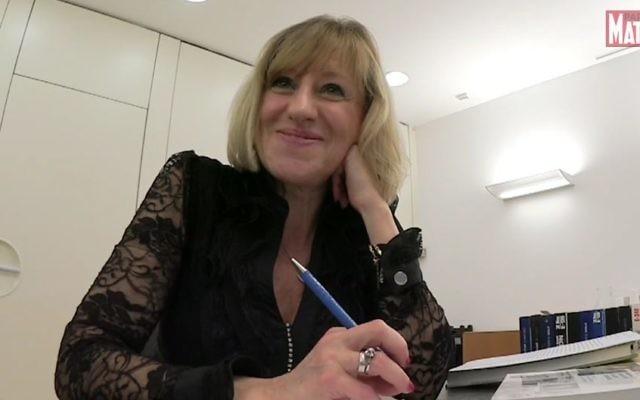 Durant 20 ans, Hélène Potezman, de l'ambassade d'Israël à Bruxelles a constitué 1066 dossiers afin d'honorer autant de Justes belges (Crédit: capture d'écran Dailymotion/Paris-Match)
