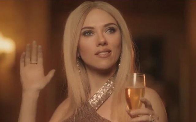 Scarlett Johansson incarne Ivanka Trump dans une publicité parodique sur l'émission Saturday Night Live. (Crédit : capture d'écran Youtube)